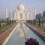 Essay on taj mahal in hindi language