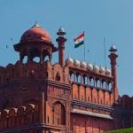 Paragraph on red fort in hindi