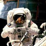 Essay on astronaut in hindi