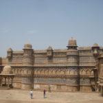 gwalior ka kila history in hindi
