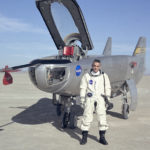 i want to become a pilot essay in hindi